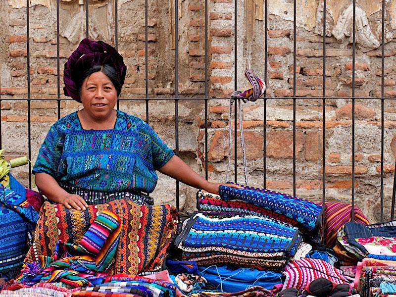 antigua-guatemala-souvenirs-streets