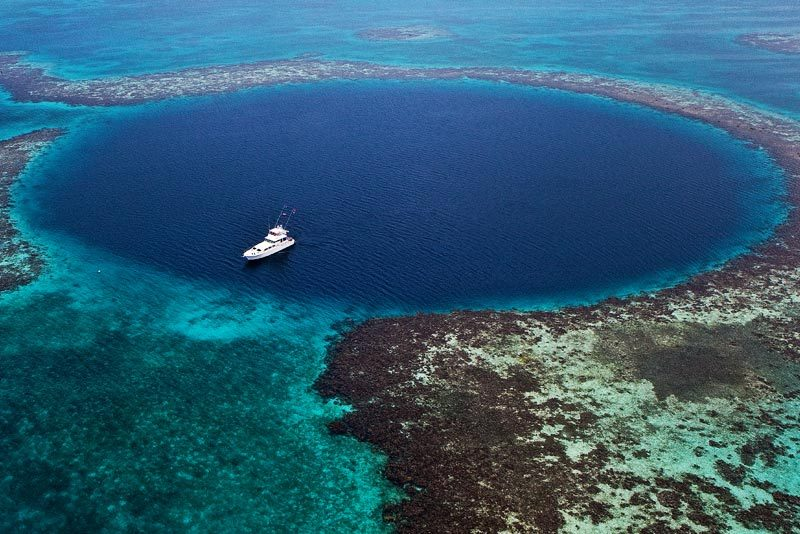 Fly over the blue hole in Belize with Viaventure