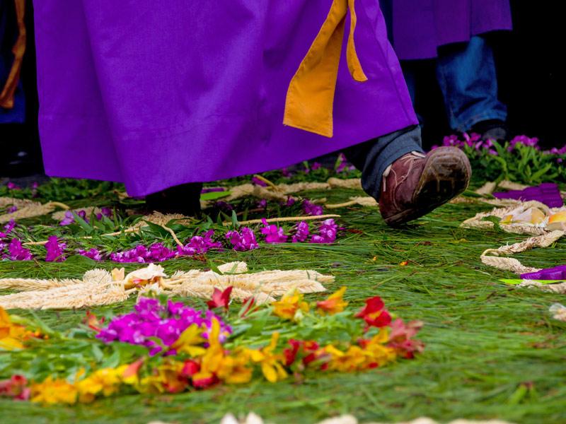 carpets-sawdust-antigua-guatemala