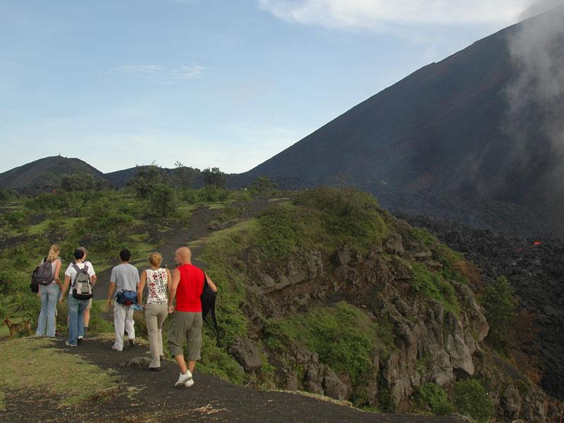 hike-pacaya-volcano