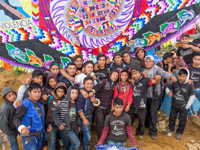 kite-builders-santiago-guatemala