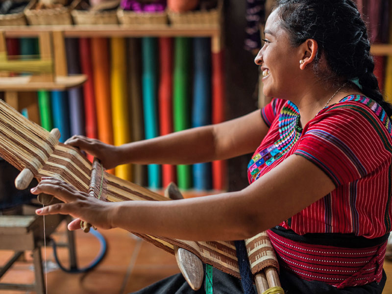lake-atitlan-crafstmanship-woman