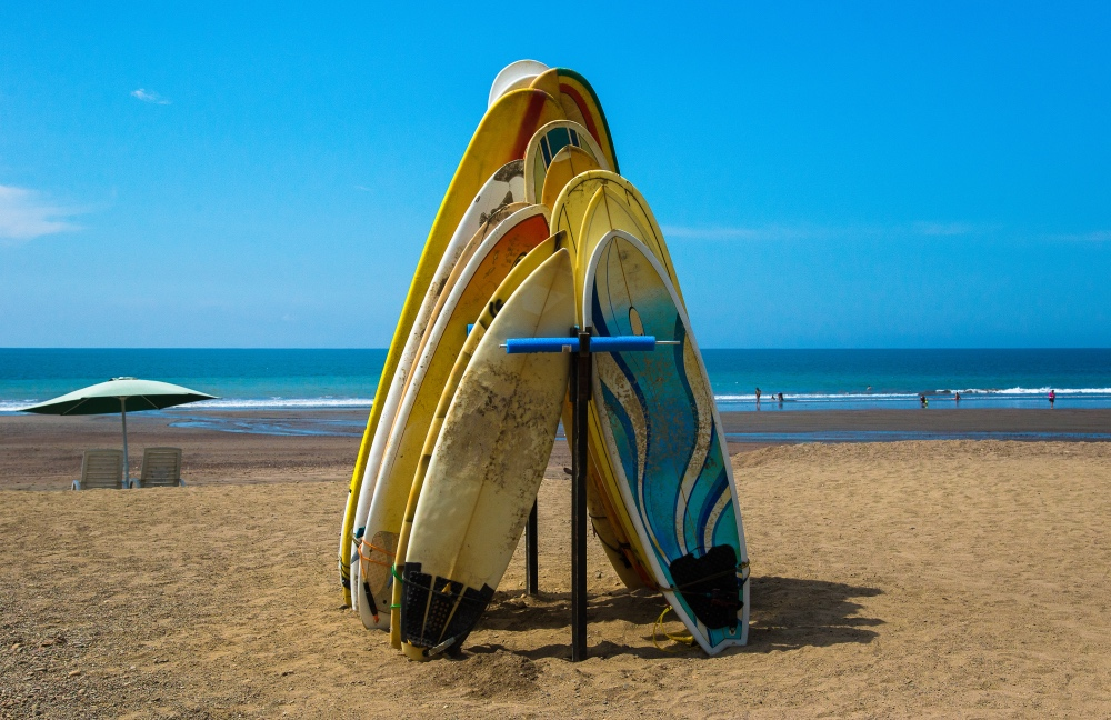 surfing in costa rica with viaventure