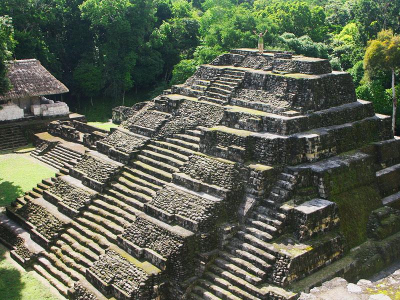 yaxha-piramid-guatemala